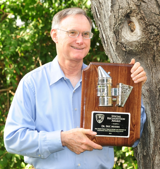 Eric Mussen with his award for 38 years of service to the California State Beekeepers' Association. (Photo by Kathy Keatley Garvey)