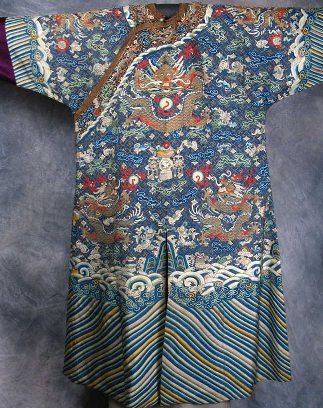 This is one of the displays at the art-and-design exhibition: a dragon robe, from the late 19th Century, China. It is 100 percent  silk with tapestry motifs. (Gift of Susan Schwartz, JoAnn C. Stabb Design Collection.)