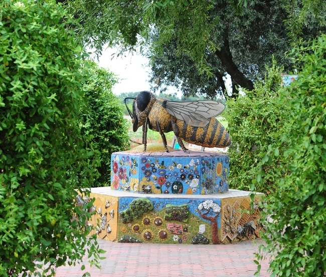 This sculpture of a worker bee anchors the UC Davis Department of Entomology and Nematology's Häagen-Dazs Honey Bee Haven. The worker bee sculpture,