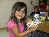 <i>Niños Sanos, Familias Sanas</i> participant shows her project.