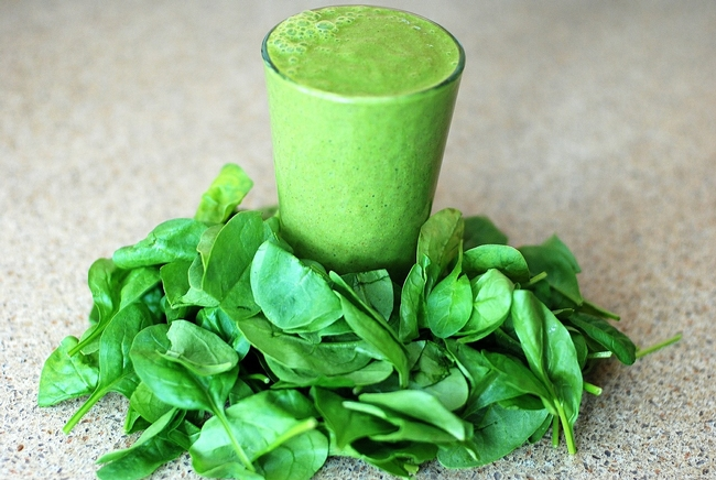 Green leafy vegetables can be added to any smoothie ingredients.