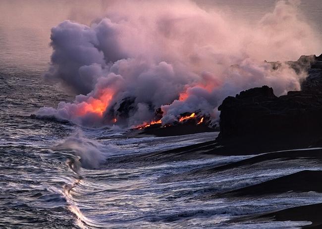 Lava into ocean (PBase.com)