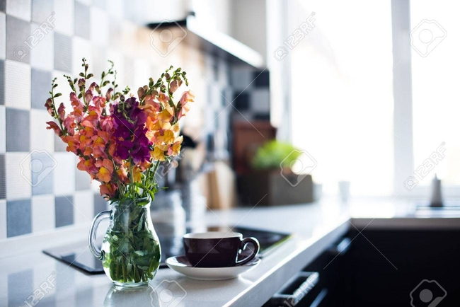 Flowers help a home feel welcome! (123RF)