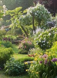 Classic English Garden (gardenoholic.com)