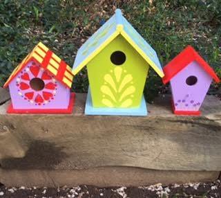 Birdhouses--about a thousand choices (seniorsmatter)