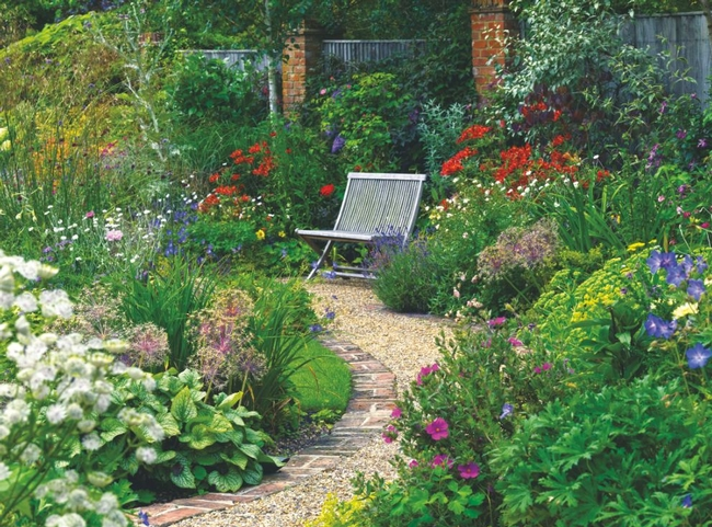 Unpaved paths keep rainwater in your garden. (womansweekley.com)
