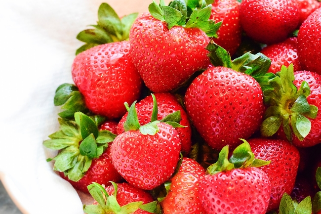 Strawberries (davies-designs-studio-unsplash)