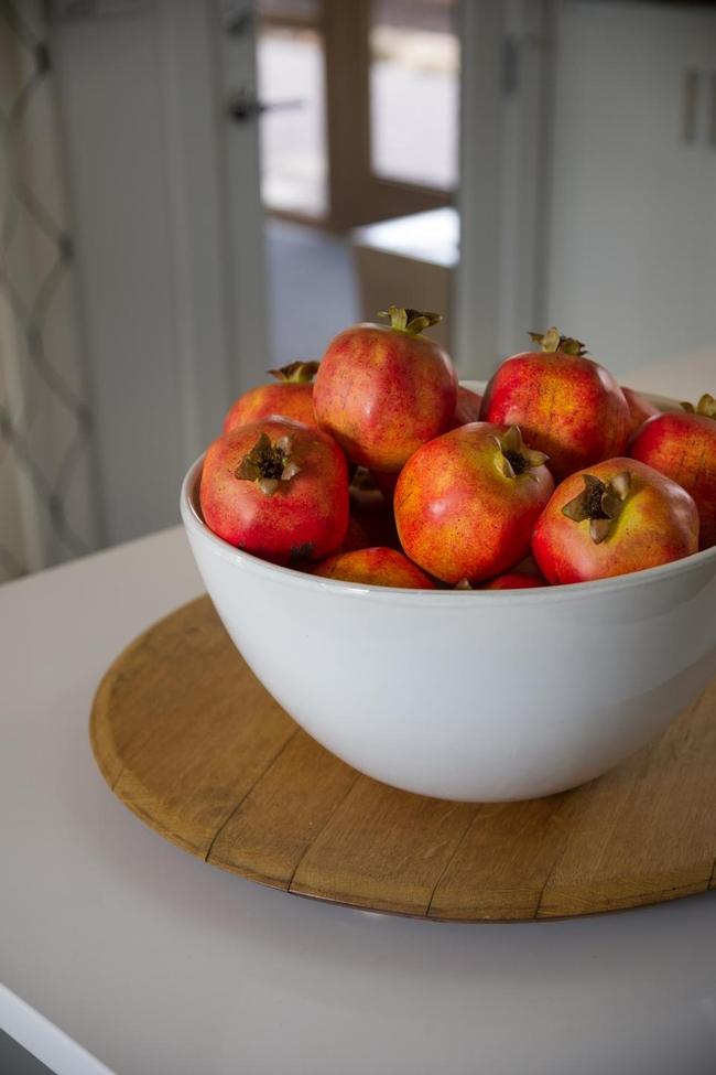 Bowl of pomegranates. (photos.hgtv.com)