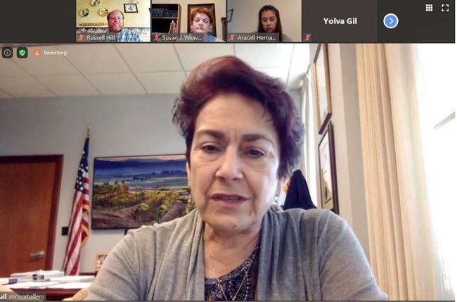 La senadora Anna Caballero oradora en Juntos