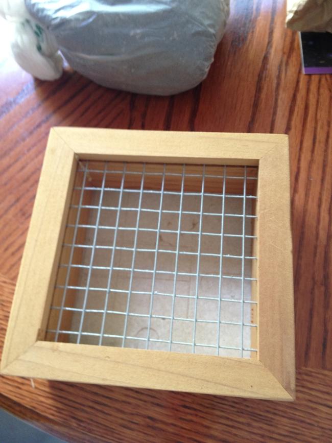 Empty frame. (photos by Jennifer Baumbach)