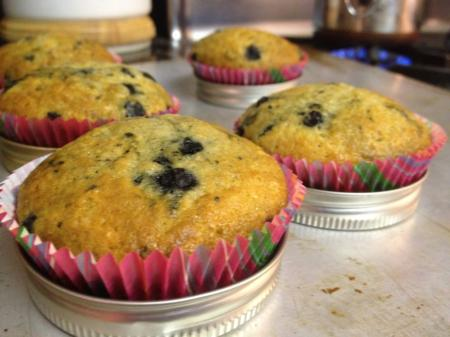 Reusing rings and lids to bake muffins