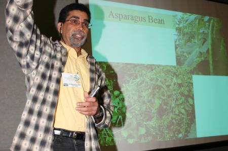 Small Farm Conference 2008: Baameur presenting 2