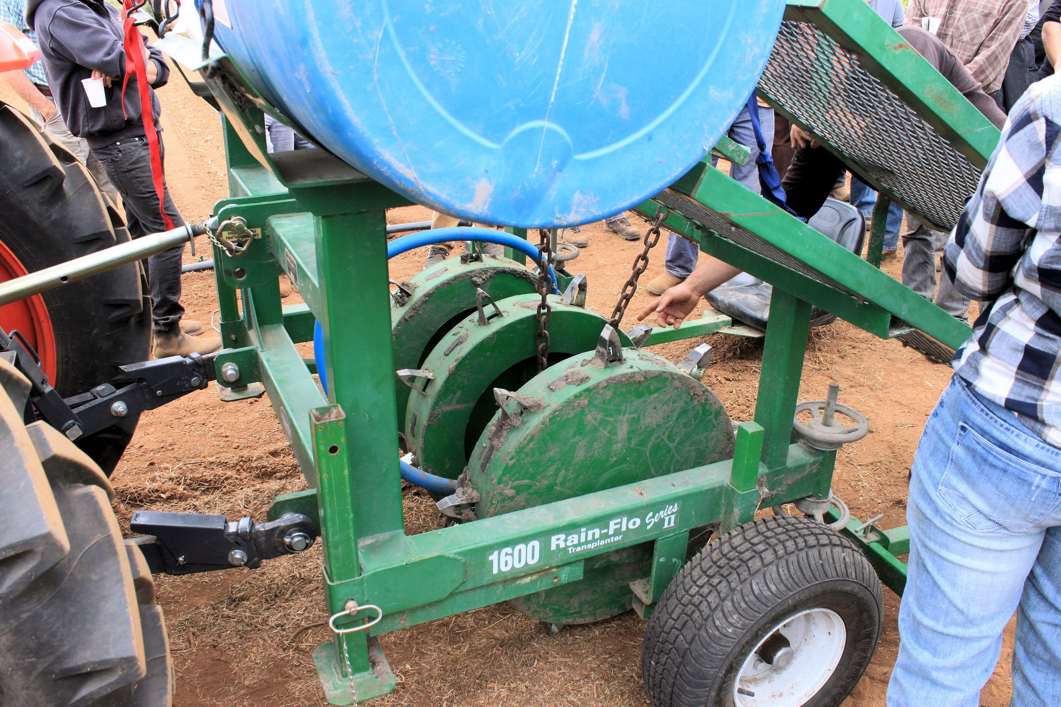 Mechanical transplanter that uses water to make holes